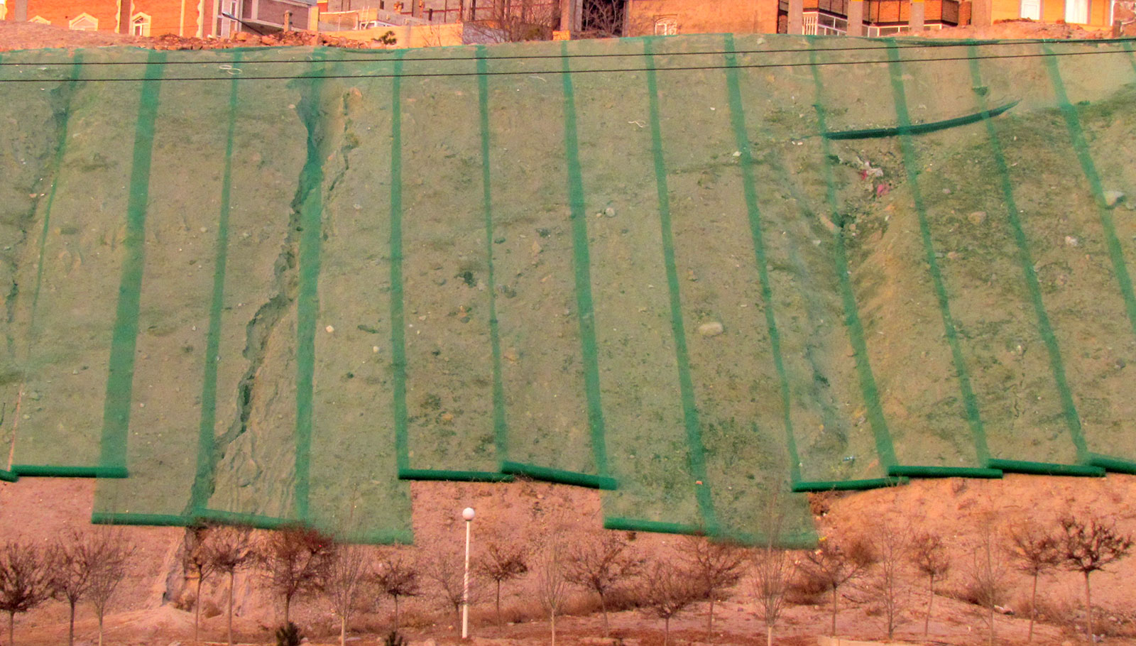 جلوگیری از فرسایش خاک در شیب تند